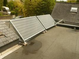 Pose d'un chauffe-eau solaire sur toit terrasse – Avril 2010