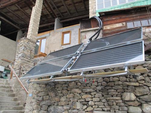 Installation de 8 m² de capteurs solaires thermiques et un poêle bouilleur Nautilus chez Thibaud à Aime-La-Plage (73) – Avril 2019